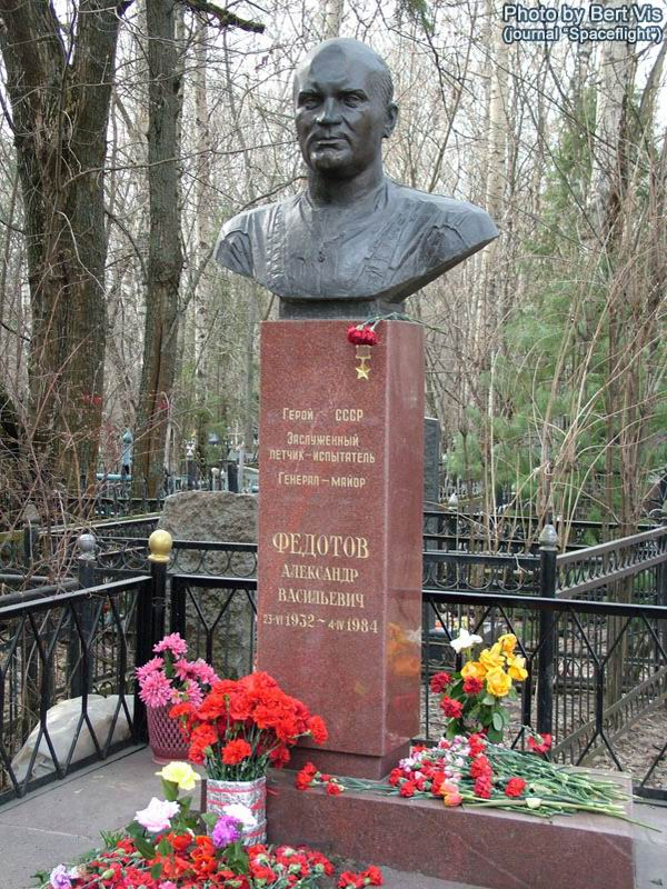 http://sm.evg-rumjantsev.ru/img/fedotov-grave.jpg