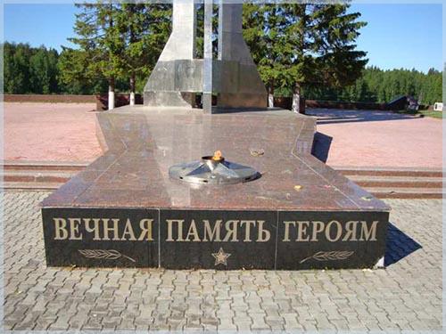 Памятник с крестом на просвет Нытва Шар. Габбро-диабаз Кадников